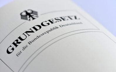 Grundgesetz | Foto: Nitpicker | shutterstock.com