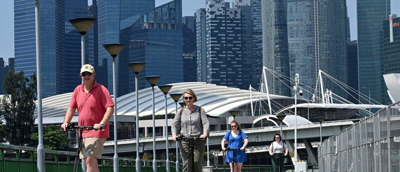 Auch in Singapur sind E-Scooter Teil des Stadtbildes. Foto: Roslan Rahman | AFP