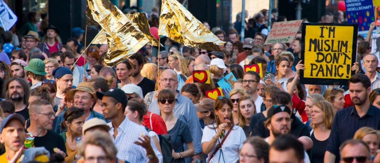 Menschen auf der #unteilbar-Demo 2018 in Berlin. Foto: Nikolai Link | Shutterstock.com