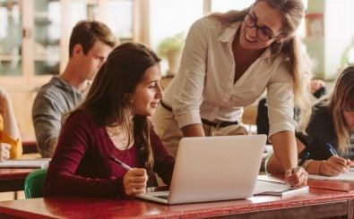 Laptops gehören in den Klassenräumen bald zum Standardinventar. Foto: Jacob Lund | Shutterstock.com