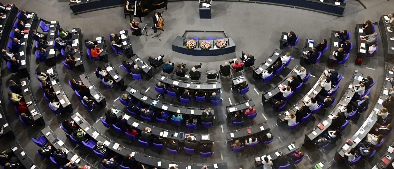 Alle Gesetze müssen durch den Bundestag. Foto: Tobias Schwarz | AFP