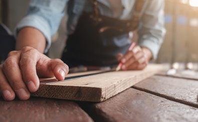 Handwerkliche Berufe haben eine Zukunft, aber alle wollen studieren. Foto: MIND AND I | Shutterstock.com