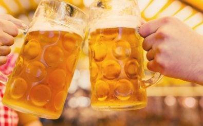 In Deutschland werden naturtrübe Radler und alkoholfreie Biere immer beliebter. Die Nachfrage nach Pils und Weizen stagnieren. Foto: Lightix | shutterstock