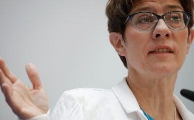 Dass Annegret Kramp-Karrenbauer das Verteidigungsministerium übernimmt, ist so überraschend wie umstritten. Foto: Odd Andersen | AFP
