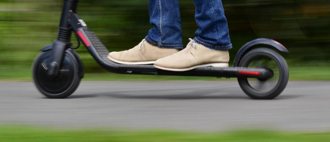 E-Scooter sind jetzt auch in Deutschland zugelassen. Foto: Tobias Schwarz | AFP