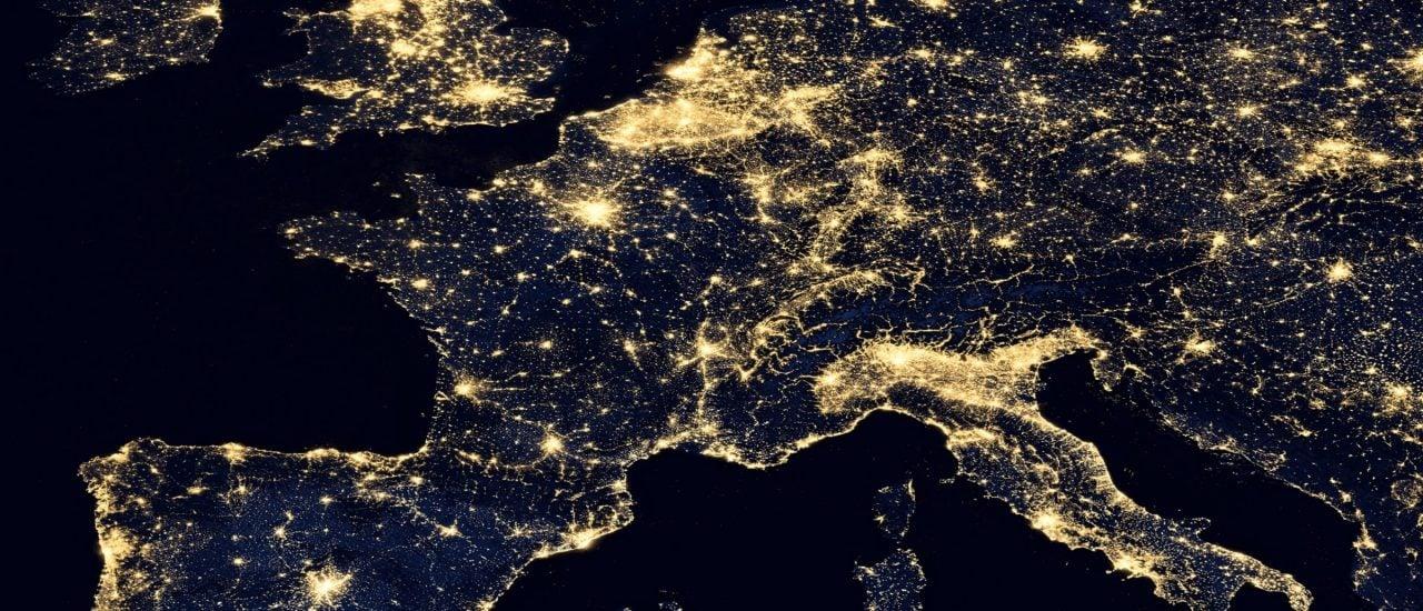 Viele Menschen machen sich Gedanken über ein besseres Zusammenleben in Europa. Foto: NASA images | shutterstock.com