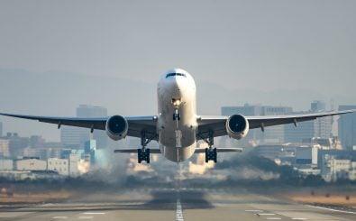 Mal kurz nach Barcelona fliegen? Wer konsequent klimafreundlich leben will, muss künftig aufs Fliegen verzichten. Foto: motive 56 | shutterstock.com