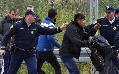 Beamte an der bosnisch-kroatischen Grenze stehen wegen illegaler Abschiebungen erneut in der Kritik. Foto: Elvis Barukcic | AFP