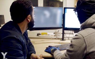 "Y-Kollektiv-Reporter Ilhan Coskun mit dem selbsternannten ""Social-Media-Experten"" Kai. Foto: ""Der Rap Hack"", Screenshot Youtube."