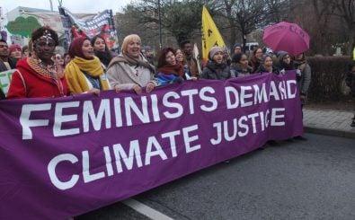 Frauenblock hinter dem Transparent des Gender CC auf der Klima-COP in Kattowice Ende 2018. Foto: | Gender CC