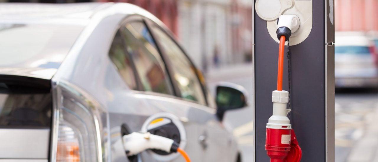 Eine neue Studie kündigt einen regelrechten Elektroauto-Boom an. Foto: Matej Kastelic | Shutterstock
