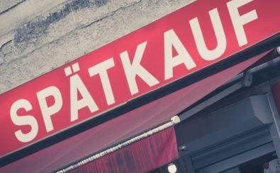 Berliner Spätis müssen weiterhin sonntags geschlossen bleiben. Das hat das Landesverwaltungsgericht in Berlin beschlossen. Foto: hanohiki | shutterstock