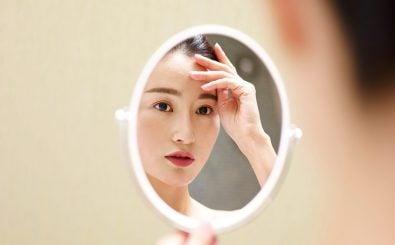 Narzissmus lässt sich sowohl auf genetische als auch auf soziale Faktoren zurückführen. Foto: imtmphoto | Shutterstock