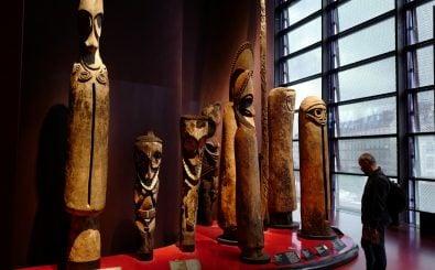 Bei vielen kolonialen Kulturgütern ist gar nicht so klar, woher sie eigentlich kommen. Foto: Ludovic Marin | AFP