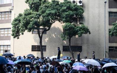 Seit Juni gehen Demonstranten in Honkong gegen den Einfluss der chinesischen Regierung auf die Straße. Foto: Anthony Wallace | AFP
