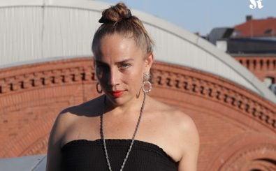 Ihre traumatischen Erlebnisse verarbeitet Jenny Wilson in ihrer Musik. Foto: Isabel Woop | detektor.fm