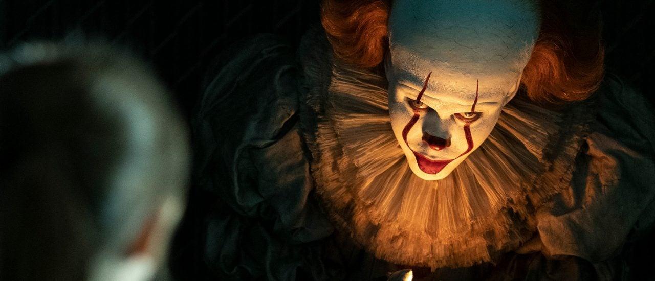 Auch in diesem Film spielt Bill Skarsgård wieder den Horror-Clown Pennywise. Bild: Es: Kapitel 2 | Warner Bros.