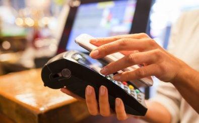 Für wen lohnt sich ein Konto bei einer Smartphonebank? Foto: LDprod | Shutterstock