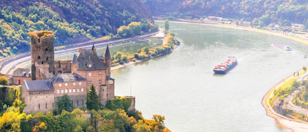 Die Burg Katz und der Rhein – die wichtigste Wasserstraße in Deutschland. Foto: leoks | shutterstock.com