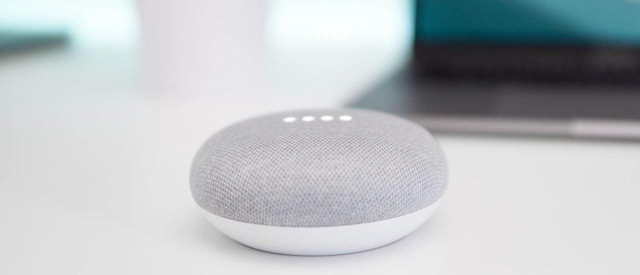 Amazon, Google und Apple haben jüngst für Skandale mit ihren Sprachassistenten gesorgt. Foto: Kevin Bhagat | Unsplash