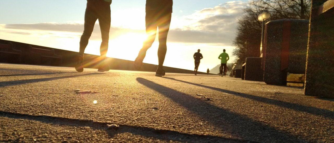 Körperliche Bewegung vor der OP kann sich positiv auf die Rehabilitation auswirken. Foto: Tomasz Wozniak | Unsplash