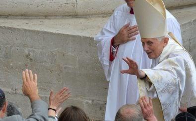 Der emeritierte Papst Benedikt XVI., Joseph Ratzinger, 2014 bei einer Messe. Foto: Andreas Solaro | AFP