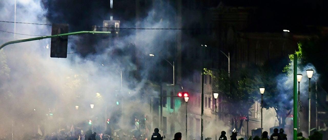 Sicherheitskräfte patrouillieren am 12. November in den Straßen der Hauptstadt La Paz, nach dem Añes sich selbst zur Interimspräsidentin ernannt hatte. Foto: Ronaldo Schemidt | AFP