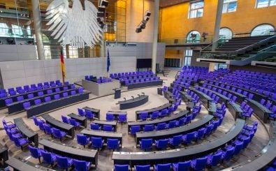Dürfen Beamte und Richterinnen Mandate übernehmen? Foto: shirmanov aleksey / shutterstock.com