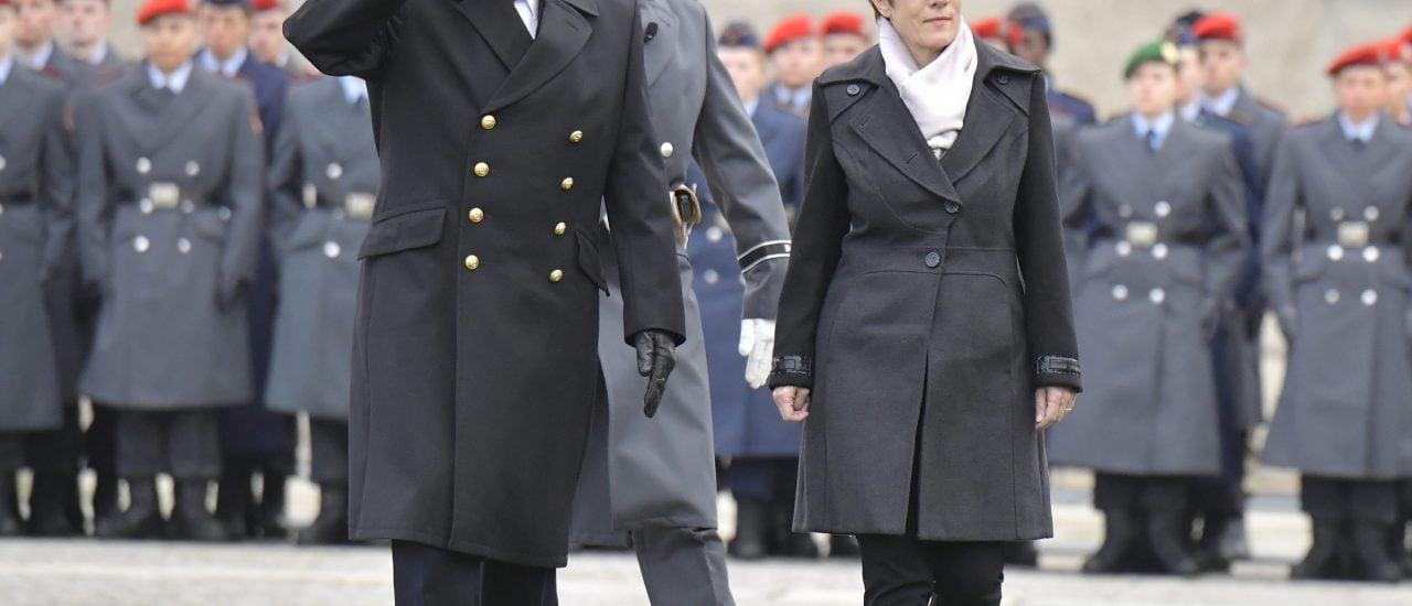 Oberbefehlshaberin Kramp-Karrenbauer hat die Kommandogewalt in Friedenszeiten. Foto: Tobias Schwarz / AFP