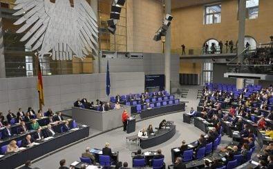 Merkel während der Haushaltsdebatte im Bundestag. Foto: John MacDougall | AFP