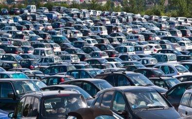 Deutsche Städte sind vor allem auf Pkw-Infrastruktur ausgelegt. Die Parkgebühren sind dementsprechend niedrig. Doch das könnte sich bald ändern. Foto: Antonio Gravante | shutterstock.com