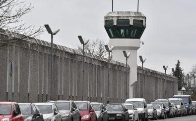 Was hinter hohen Gefängnismauern geschieht, ist oft schwer zu ermitteln. Foto: John MacDougall | AFP