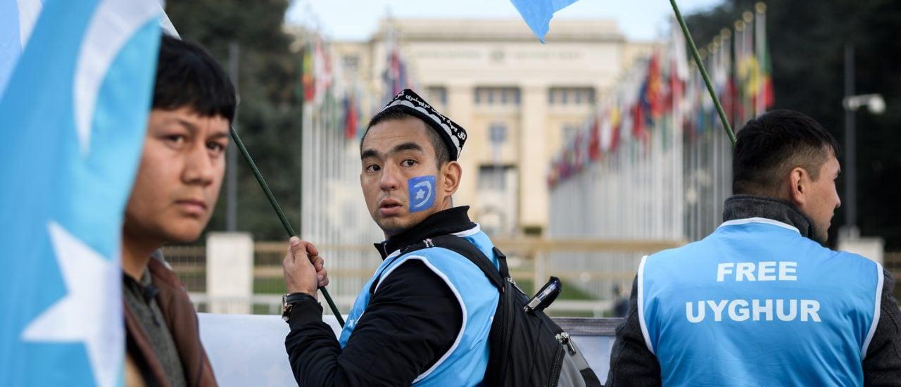 Schon seit Jahren ringen Uiguren um internationale Aufmerksamkeit für ihre Situation, hier zum Beispiel bei einer Demonstration vor dem UN-Büro in Genf 2018. Foto: Fabrice Coffrini | AFP