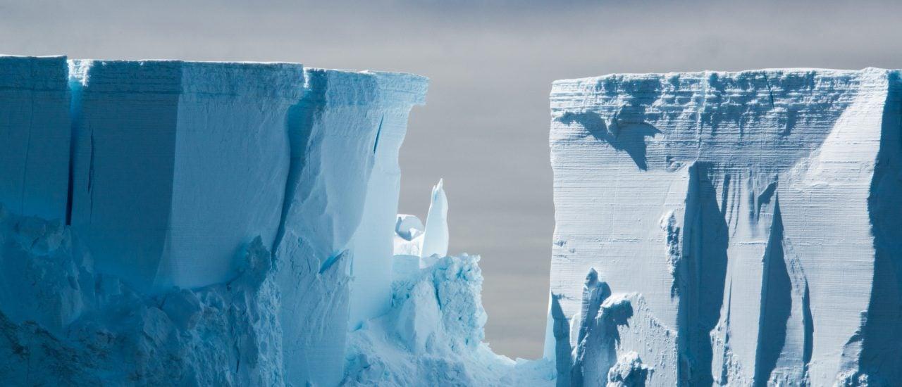 Was verbirgt sich unter den kilometerdicken Eisplatten der Antarktis?  Bild: M_Williamson_Photography | shutterstock