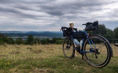 Mischa hat die höchsten Berge gesehen, hier: Die Wasserkuppe in Hessen. Foto: Mischa | velik.de