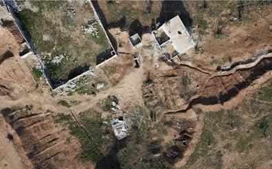 Eine Drohne zeigt ein Kriegsgebiet von oben. So können auch Targeted Killings durchgeführt werden. Foto: MuscleMan29 / shutterstock.com