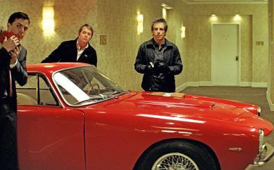 Josh (Ben Stiller, 2.v.r.), Charlie (Casey Affleck, l.), Mr. Fitzhugh (Matthew Broderick, 2.v.l.) und der Profi-Dieb Slide (Eddie Murphy, r.) müssen ein Auto aus einem Wolkenkratzer stehlen. Foto: ZDF / Universal Pictures