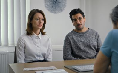 WHAT WE WANTED (L to R) LAVINIA WILSON as ALICE and ELYAS M'BAREK as NIKLAS in WHAT WE WANTED. Cr. COURTESY OF NETFLIX © 2020