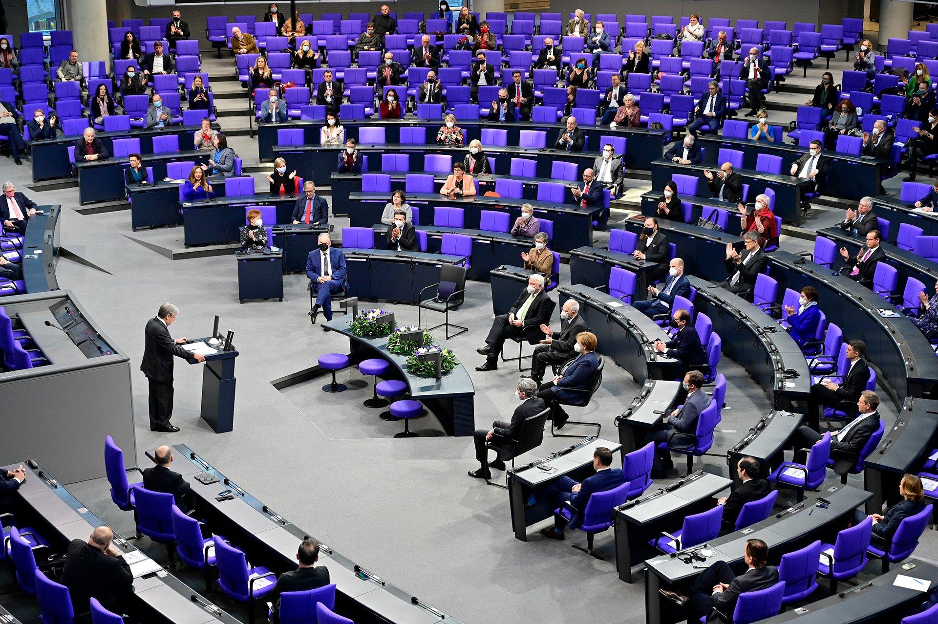 Zurück zum Thema | Vielfalt im Bundestag – Muss der Bundestag diverser werden? | detektor.fm – Das Podcast-Radio