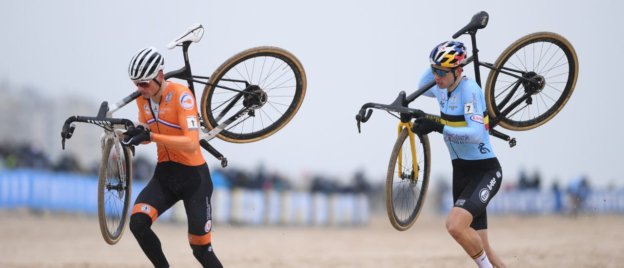 Dutch Mathieu Van Der Poel and Belgian Wout Van Aert run at the start of the men's elite race at the UCI Cyclocross World Championships, in Oostende on January 31, 2021. (Photo by DAVID STOCKMAN / Belga / AFP) / Belgium OUT