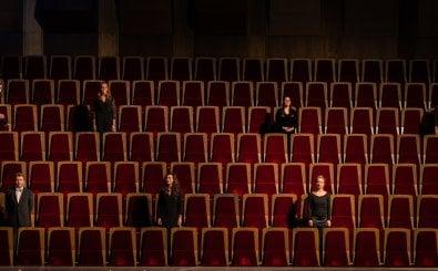 Der Gewandhauschor auf Abstand bei einer Aufnahme im Großen Saal. Foto: Eric Kemnitz