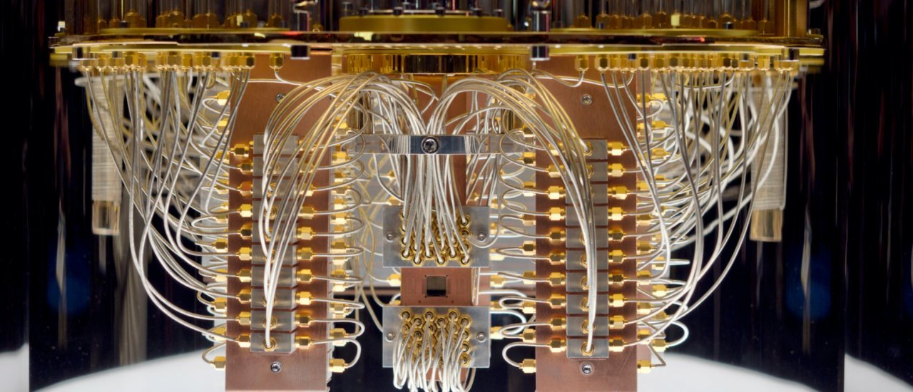 LAS VEGAS, NEVADA – JANUARY 9, 2020: IBM Q System One Quantum Computer at the Consumer Electronic Show CES 2020 Quelle: Shutterstock / Boykov