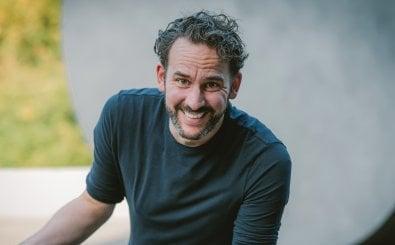Poetry-Slammer Philipp Scharrenberg hat den Klassiker Onkel Toms Hütte zu Onkel Trumps Hütte umgeknetet.