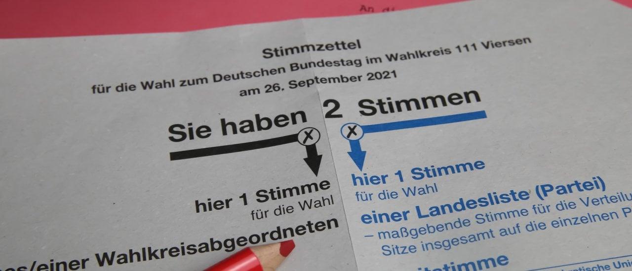 Briefwahlschein für die Bundestagswahl 2021. Foto: Ralf Liebhold / shutterstock.