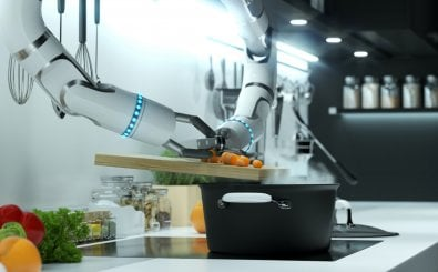 Robot hand prepares soup in a modern kitchen. Dumping the mark into boiling water. 3D illustration. (Foto: u3d/shutterstock.com)